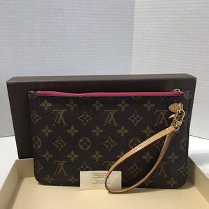 Like New! Louis Vuitton Pouch / Wristlet
